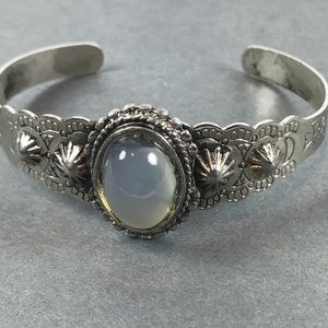 Vtg silver southwest style Gemstone cuff bracelet